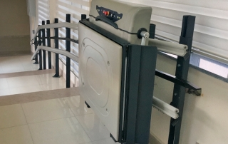 merdiven kenarı engelli platform asansörü